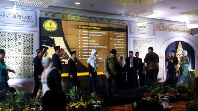 Https News Dengan Aplikasi Ini Setiap Orang Bisa Produk Umkm Bumn Kapal Batok Lebak Bsm Santripreneur Award 2015